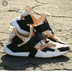 3d0d1b684a8b Men s Nike Shoes Camouflage on Poshmark